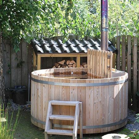 houten hottub in de tuin